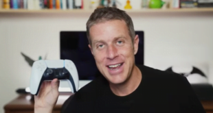 Geoff Keighley shows off the new PS5 controller.